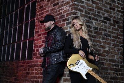"""BRANTLEY GILBERT AND LINDSAY ELL'S """"WHAT HAPPENS IN A SMALL TOWN"""" TOPS CHARTS – Nashville Country Club"""